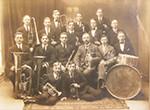 Första orkestern 1925 med dirigent Wall