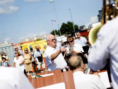 LBB med dirigent Jan-Eskil på Hamnfestivalen, fotografi Kvällsposten, Fotograf Sanna Dolck